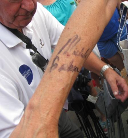 Bachmann signs arm