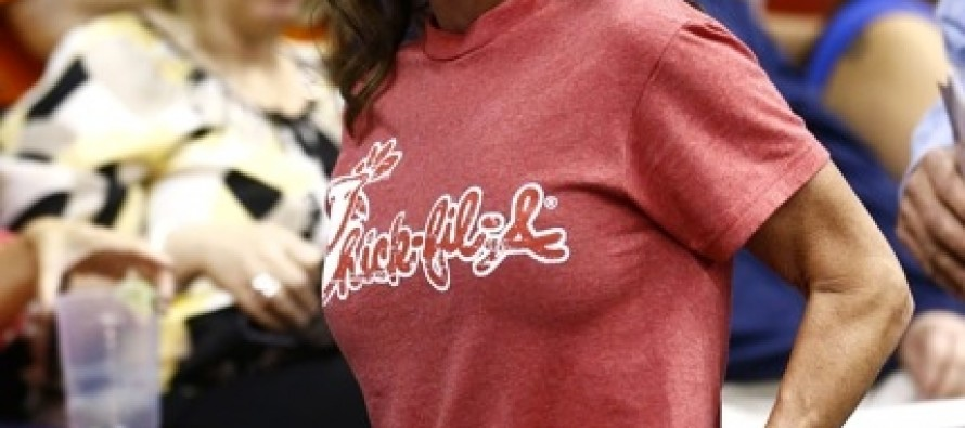 Sarah Palin Rocks An NBA Game In A Chick-Fil-A T-Shirt