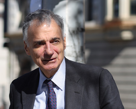 Ralph_Nader_in_Waterbury_outside_2,_October_4,_2008