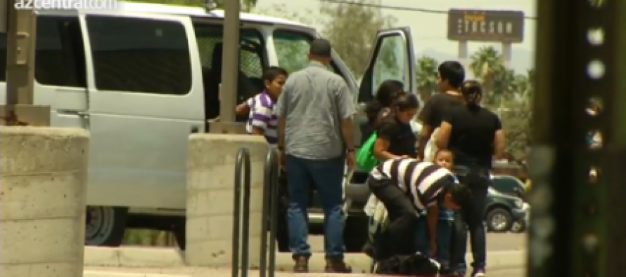 Obama Admin Flies 400 Illegals Caught In Texas To Arizona, Released By Dropping Them Off At A Greyhound Station