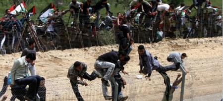 illegal-immigrants-climbing-fence-630x286