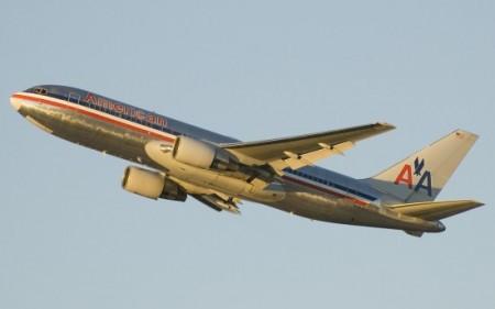 American_Airlines_767-200_N324AA-550x343