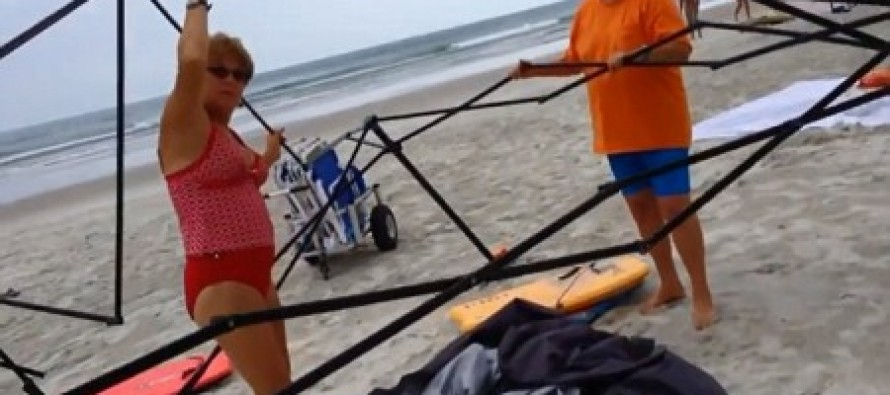 [VIDEO] CAUGHT RED HANDED: Two Women Brazenly Stealing A Beach Canopy Attacked the Owner When He Asked Them to Stop!