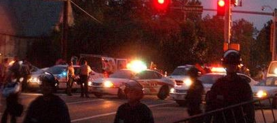 Florida Crowd Helps Handcuffed Perp Escape Police Custody – MOB JUSTICE