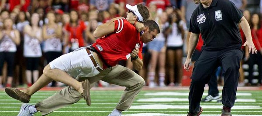 VIDEO: Strength coach for Ohio State BODYSLAMS fan who runs onto field during game