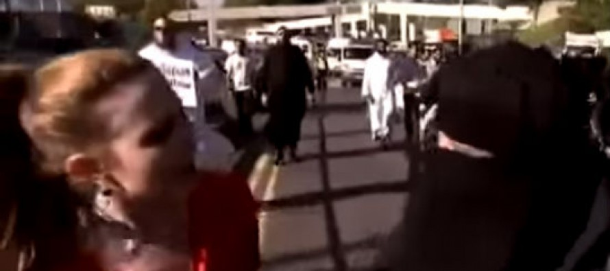 [VIDEO] Woman CONFRONTS Muslim Mob!