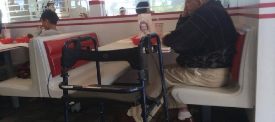 Photo Of Older Man Eating Alone Goes Viral. When You Take a Close Look, You'll See Why
