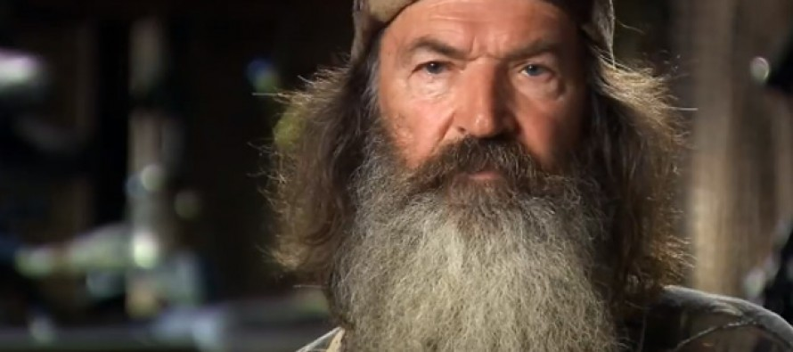 Duck Dynasty's Phil Robertson breaks down in tears after buying a family a house for Christmas (WATCH)