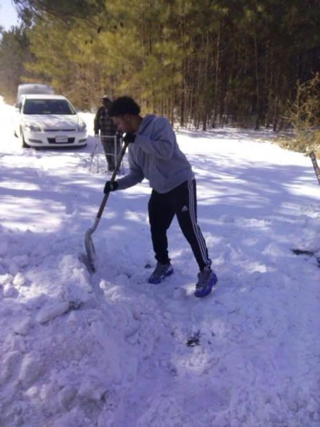 teen-shovels-for-older-man-465x620