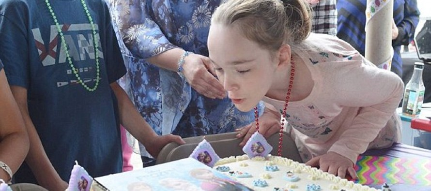 Hundreds of Strangers Help Disabled Girl Celebrate Her 10th Birthday When None of Her Class RSVP-ed
