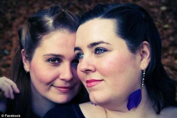575x384xnewly-wed-lesbians-575x384.jpg.pagespeed.ic.Pe6ujgriBR9Cc7uToc7d