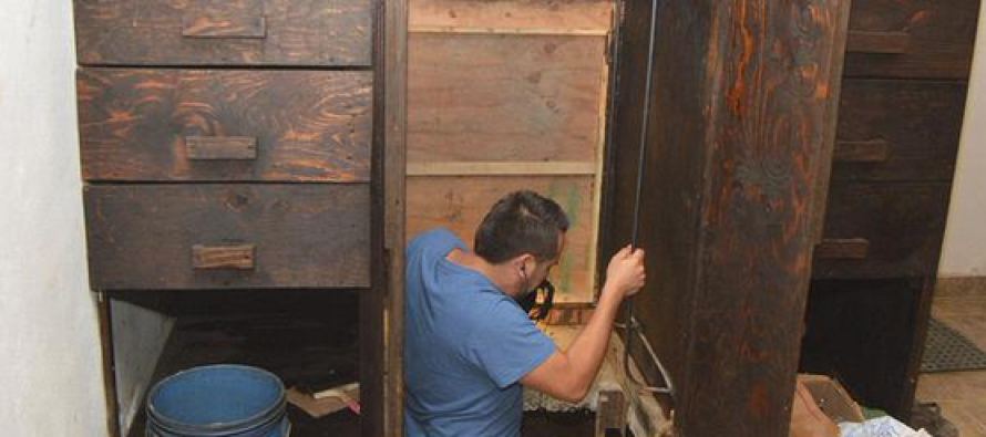 This Secret Wardrobe Tunnel Leads Into the US… And That's a Very Worrying Thing (VIDEO)