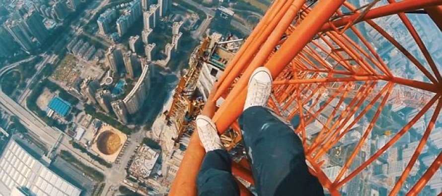 Video: Fearless Climbers Scale World's Second Tallest Skyscraper With No Protection