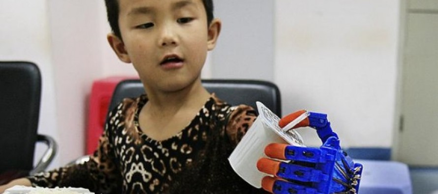 The Moment a Six-Year-Old Boy is Given a 3D Printed Hand After Losing His Fingers in a Horrific Traffic Accident