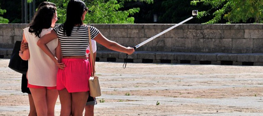 Disney banned selfie sticks from their theme parks around the world after this happened