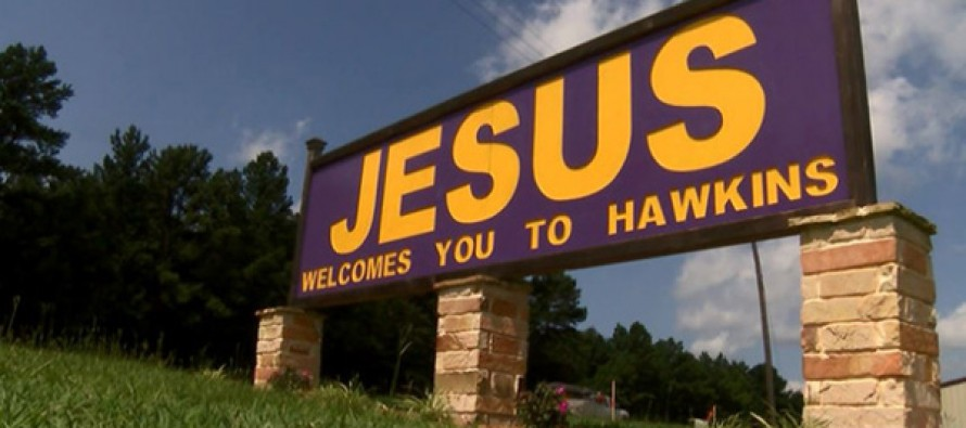 Atheists Are Losing It Over This Texas Town's Welcome Sign
