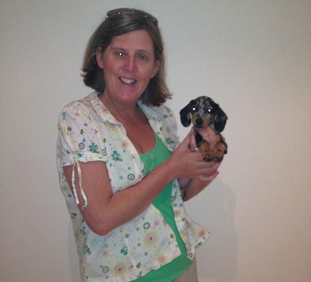 2BA7273F00000578-0-Shona_poses_with_her_tiny_dog_Pippa_Pup_However_the_dog_has_alre-m-83_1440710489077