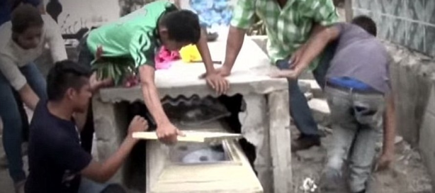 Pregnant Teen Wakes Up in Coffin After Family Realizes She Was Buried ALIVE [Video]