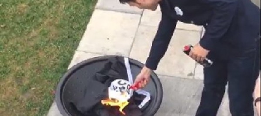 Burn, Baby Burn! University of Missouri Student Burns ISIS Flag – Crowd Chants USA! [Video]