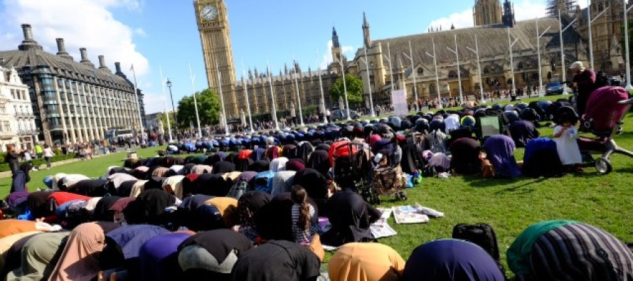 Hundreds of Muslims Gather in London to Pray to Allah and Fight Climate Change [Video]