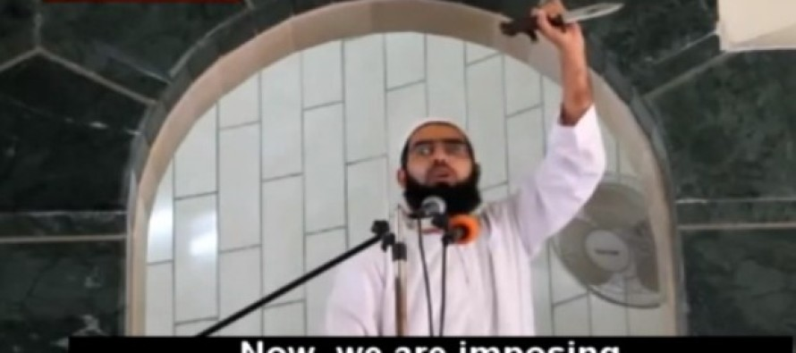 Brandishing Knife, Muslim Cleric delivers TWISTED Instructions to Palestinians: 'Cut Them Into Body Parts!'