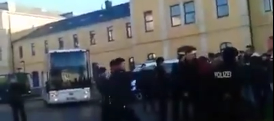 CITIZENS TAKE A STAND: Blocking Buses Full of Migrants, to STOP Invasion! [VIDEO]