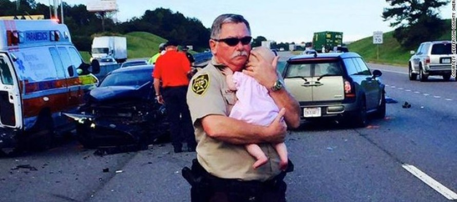 AMAZING PICTURES Go VIRAL! Deputy saved baby from crash and kept her safe until help arrived