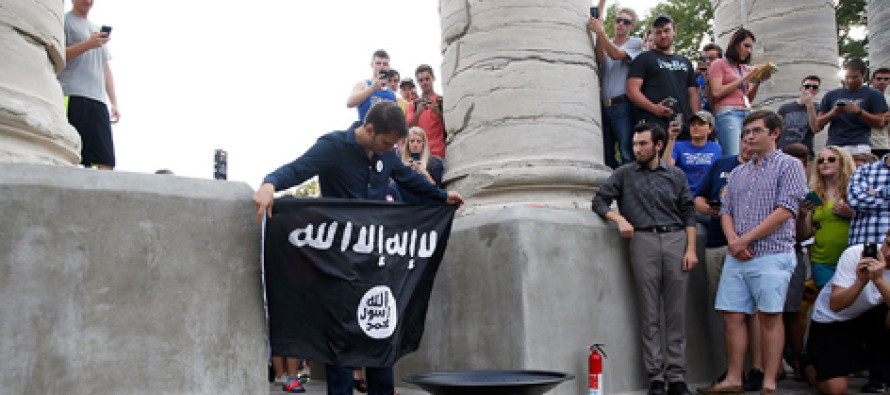 University of Missouri students burn ISIS flag while Muslim students opt out