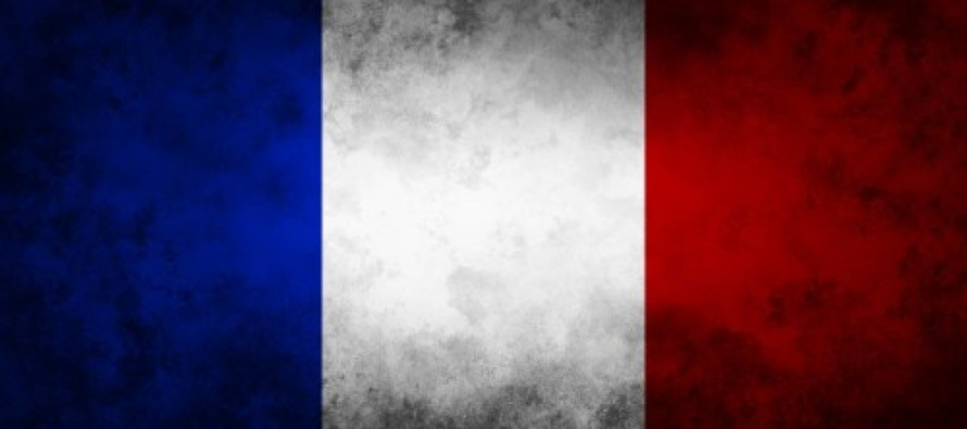 Watch: Thousands Sing French National Anthem During Evacuation