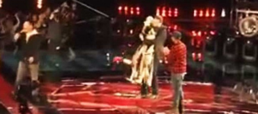 Blake Shelton and New Girlfriend Do THIS During Commercial Break… Fans Shocked