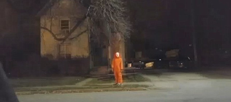 CREEPY Clown in a jumpsuit sightings alarms local town in Wisconsin [PICTURES]