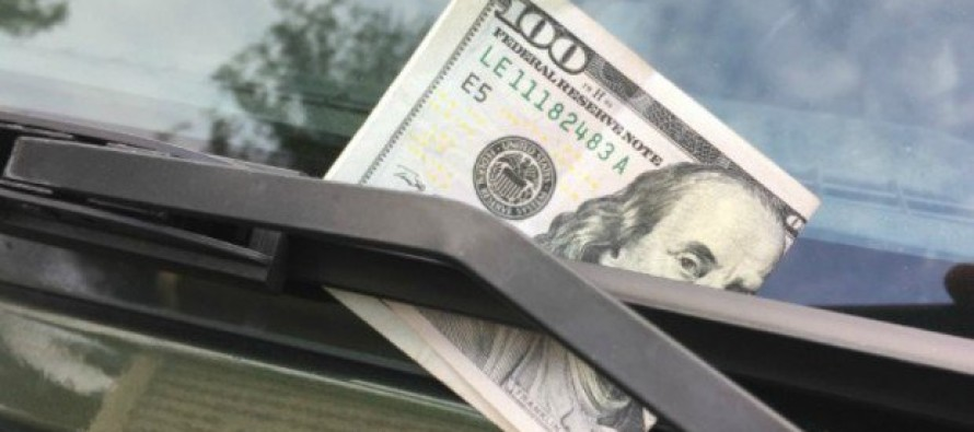 If You See a $100 Bill on Your Windshield, DON'T Touch It – Here's What It Means