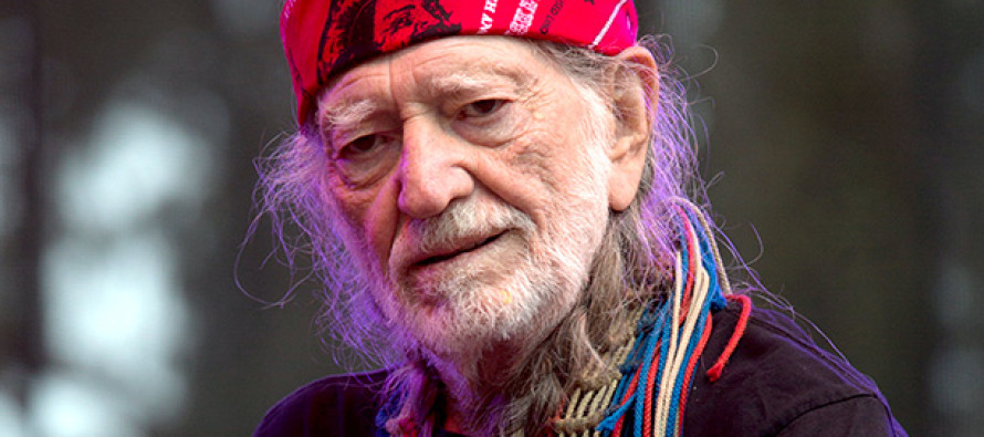 Country Fans Outraged After Willie Nelson Does THIS