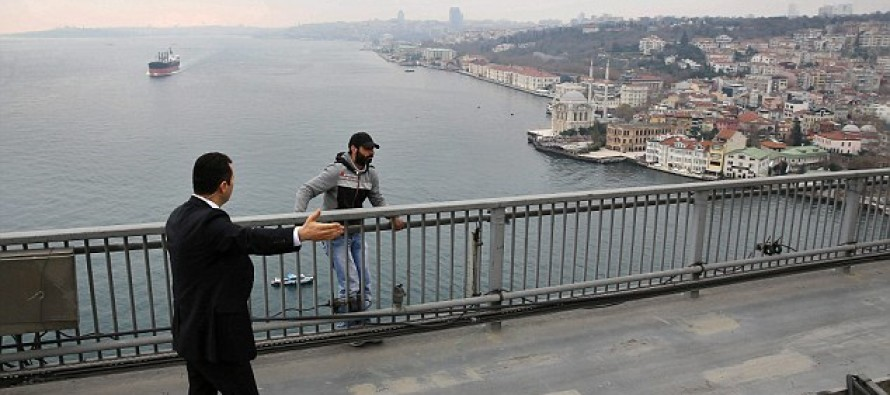 Video: A suicidal man was about to kill himself when the President of Turkey Showed Up & Did This