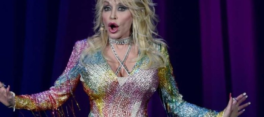 Fans Shocked After Dolly Parton Gets on Stage and Does THIS…