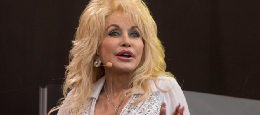 Country Music Fans Upset After Dolly Parton Says THIS About Obama