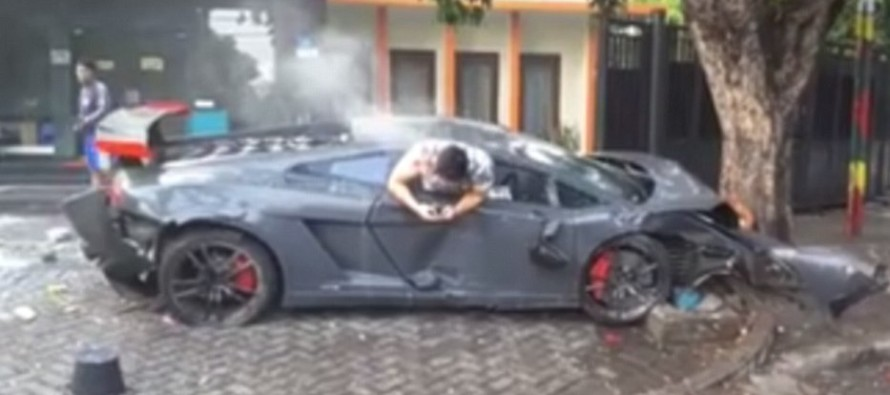 Thug Crashes His Lamborghini – But What He Does Moments Afterwards? OMG… [VIDEO]
