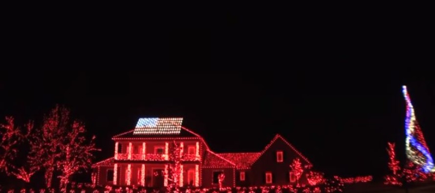 Here's A Patriotic Christmas Light Show Which Blew The Neighborhood Away…