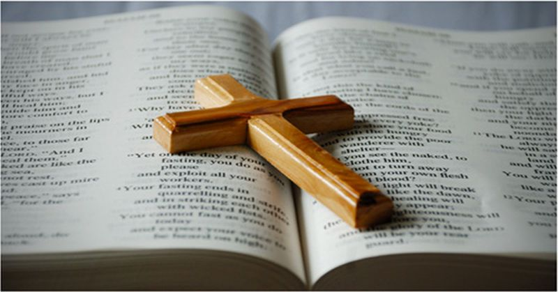 Bible-And-Cross-Pic (1)