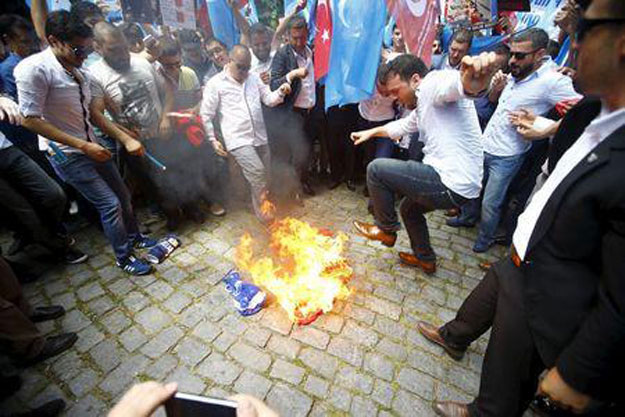 chinese-flag-burning-2-REUTERS