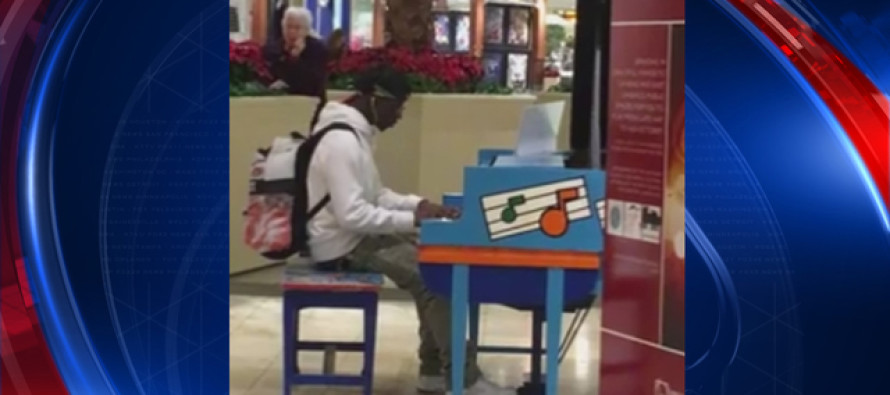 WATCH: A Bored Teen Sits at a Mall Piano – What Happened Next Could Change His Life