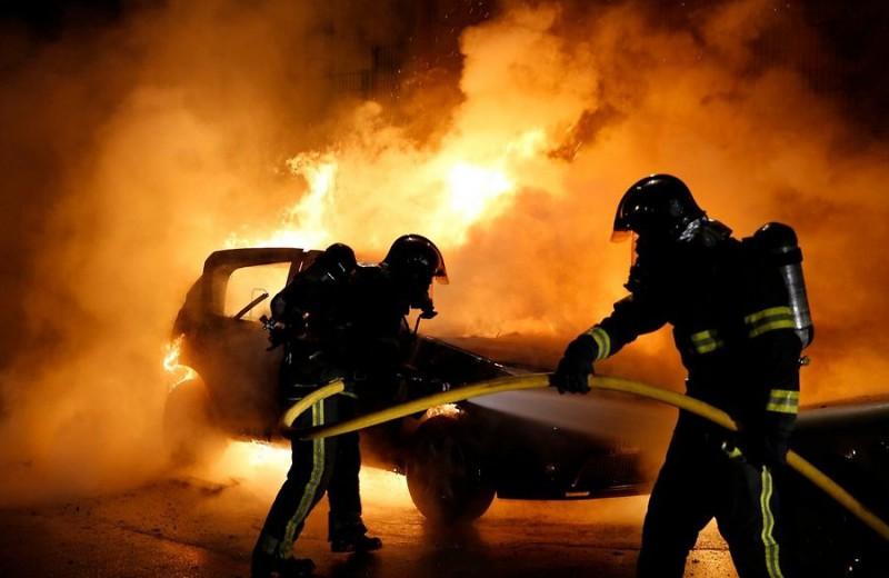 muslims burn cars