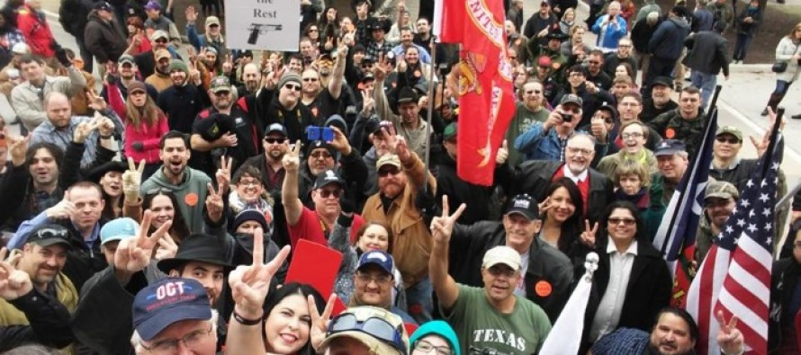 """Texans Celebrate Open Carry With an """"Uncovering"""" of Handguns at the Capitol"""