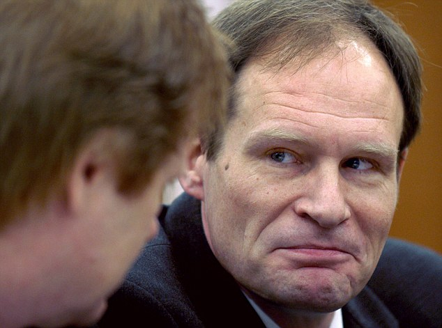 Armin Meiwes, the German computer expert who gained worldwide notoriety by killing and eating an allegedly willing victim sits next to his lawyer Harald Ermel (L) in a courtroom in Kassel December 29, 2003. Meiwes stands trial in a case of sexually inspired cannibalism so perplexing it could make legal history.      REUTERS/Uwe Zucchi/Pool