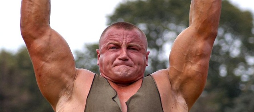 """Former World's Strongest Man Serves """"Rough Justice"""" – When He Catches 8 Migrant Men Doing THIS!"""