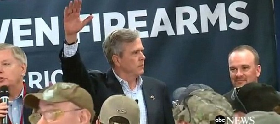 Jeb Raises His Hand When Lindsey Graham Asks His Audience: 'How Many Of You Are Democrats?'