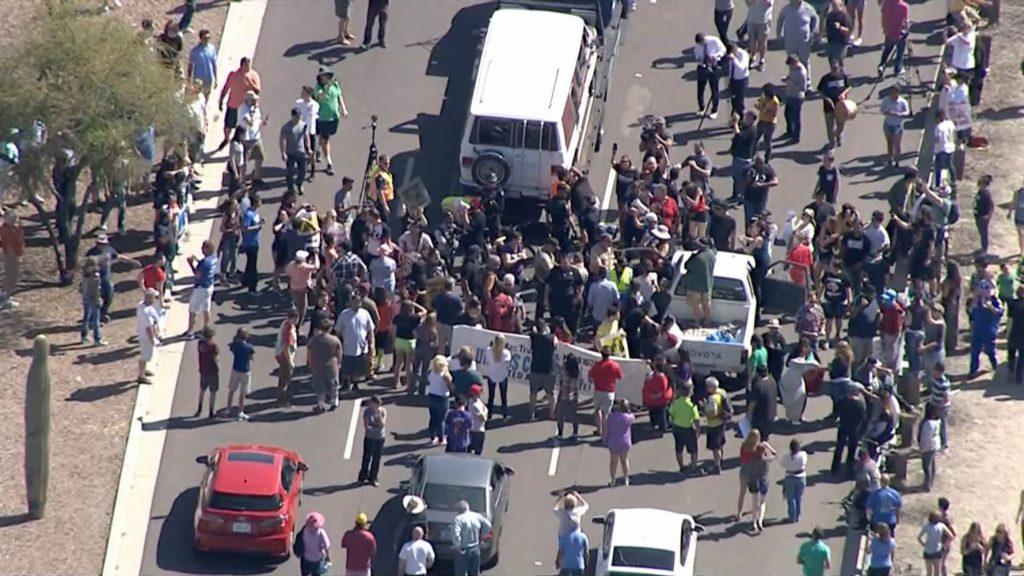 160319-arizona-anti-trump-protest-yh-0305p_8fe0e91c79f2bd79d1ed529b09cbe874.nbcnews-ux-2880-1000