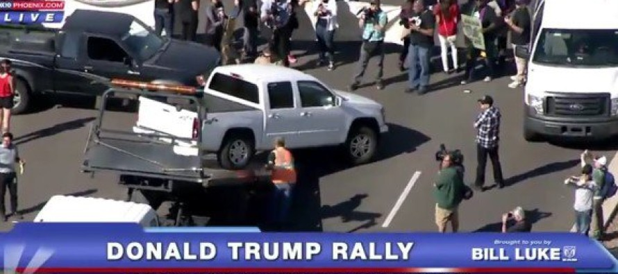 Far Left Protesters SHUT DOWN HIGHWAY Leading to AZ Trump Rally – It's Looking Bad…