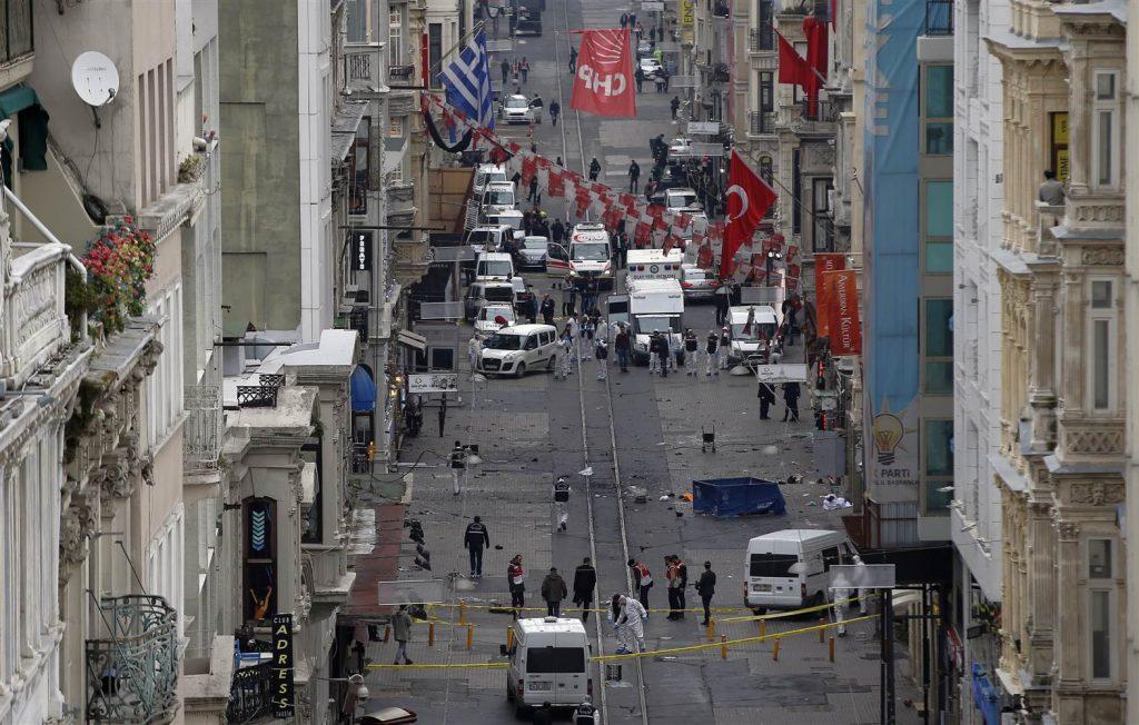 aptopix_turkey_explosion-jpeg-03dc9_1_4ee7538b4085170c1d50e22435f573fc.nbcnews-ux-2880-1000