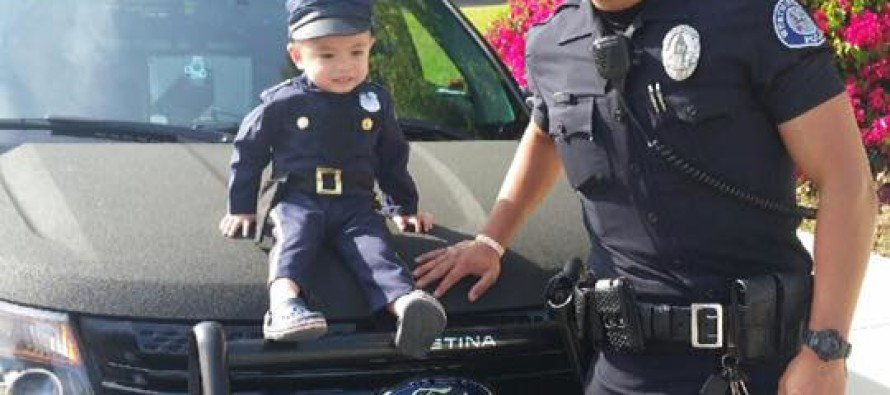 SEXY Police Officer Breaks the Internet – After Posing for Pictures With 3-Yr Old Future Cop [PHOTOS]